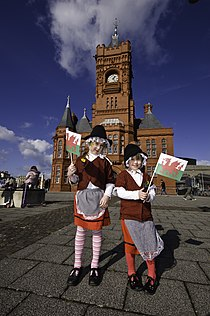 Welsh traditional dress, Pierhead, St David's Day – Gwisg Gymreig draddodiadol, Pierhead, Dydd Gŵyl Dewi 2009.jpg