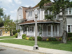 Wisteria Lane - Image: Wisteria Lane Purple House