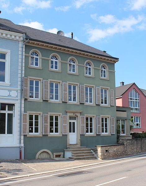 Haus op der Nummer 93, route du Vin zu Wuermeldeng, zënter dem 5. Februar 2007 op der Lëscht vum Zousaz-Inventaire vun de klasséierte Monumenter.