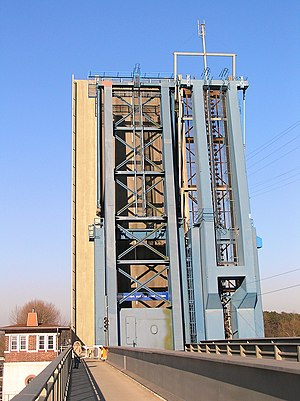 Stralsund–Sassnitz railway - Ziegelgraben Bridge in the open position. The rod protruding from the bridge is used to attach the rigid power rail.