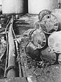 Ødelagte tønner på Vallø Oljeraffineri - Vallø 1940 ødelagte tønner 2.jpg