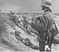 Żołnierze niemieccy w okopach podczas walk o Warszawę (2-29).jpg