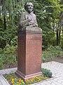 Бюст Мичурина в основном питомнике (Мичуринск).jpg
