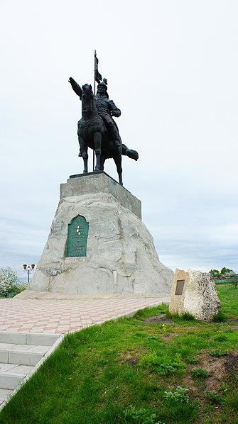 File:Памятник эмиру Ибрагиму I в Елабуге.JPG