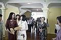 นางพิมพ์เพ็ญ เวชชาชีวะ ภริยา นายกรัฐมนตรี นำคู่สมรสผู้ - Flickr - Abhisit Vejjajiva (70).jpg