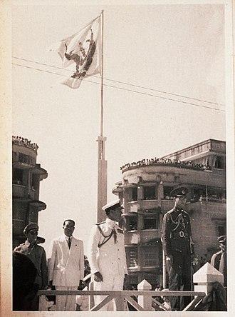 Royal Standard of Thailand - Image: ในหลวงรัชกาลที่ 8 หลังสงครามโลกครั้งที ่ 2 ยุติ