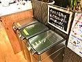 プラスチック容器は 洗って燃えないゴミに 分別お願いします。 (32947847024).jpg