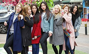 Brave Girls - Brave Girls in 2016. From left to right: Eunji, Yujeong , Minyoung, Hyeran (hiatus), Yoojin (former), Hayun and Yuna.