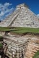 002 El Castillo o templo de Kukulkan. Chichén Itzá, México. MPLC.jpg