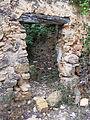 019 Casalot abandonat vora l'església de Marmellar, porta del corral.JPG