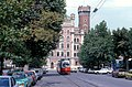 056R29270679 Schlickplatz, im Hintergrund Rossauerkaserne, Blick Richtung Ring, Linie T, Typ E1 4787.jpg