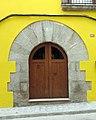 143 Casa al carrer Saüc, 13 (Canet de Mar), portal adovellat.JPG