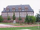 Schulgebäude, Turnhalle und Sanitärgebäude der 2. Realschule