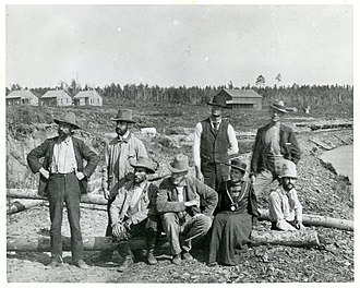 Josephine Tilden - Conway MacMillan sitting by Josephine Tilden with colleagues on the Gull Lake Expedition in 1893
