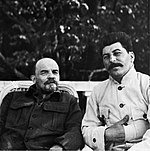 19220900-lenin-and-stalin-at-gorki-2.jpg