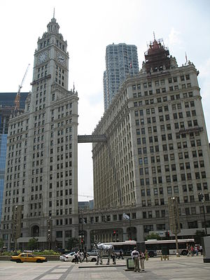 Moose (W-02-03) - Image: 20070530 Moose and Wrigley Building