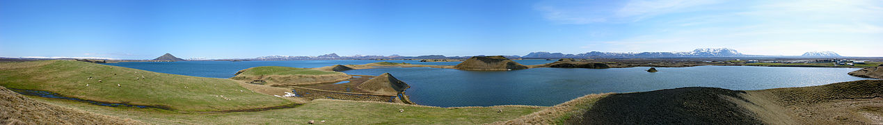 2008-05-21 20 Pseudo Craters near Skútustaðir.jpg