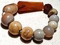 201005151434 NE CSM, Rest einer Perlenkette aus Achat und rotem Glas.jpg