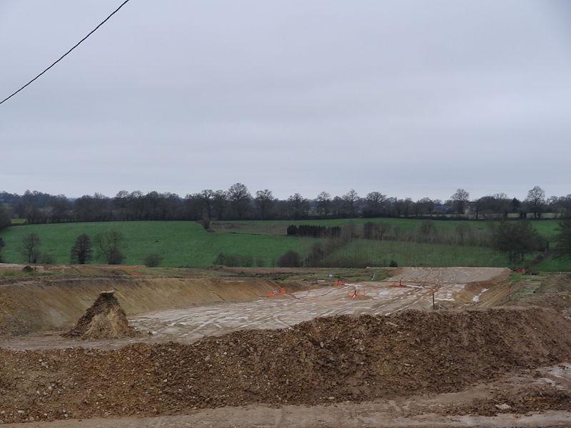 Travaux de terrassement d'un pont-route sous la RN157 pour la passage de la LGV Bretagne - Pays-de-la-Loire