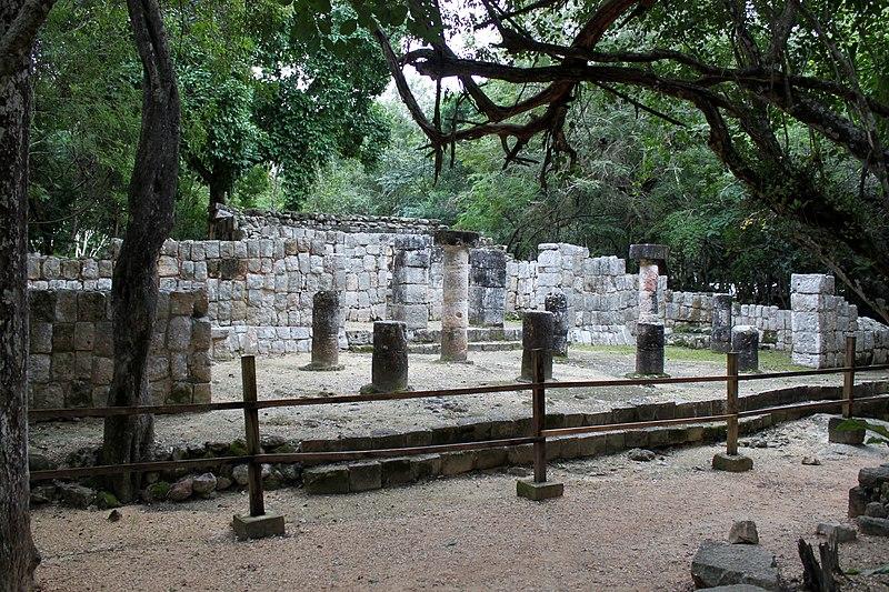File:2014-01-03 Chichén Itzá, Templo del Xtoloc anagoria.JPG