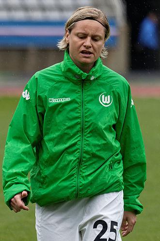 Martina Müller (footballer) - Image: 20150426 PSG vs Wolfsburg 019