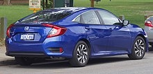 2017 Honda Civic VTi-S sedan (2018-08-27) 02.jpg