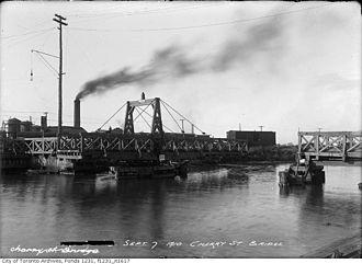 Cherry Street lift bridge - Image: A wooden swing bridge over the Keating Channel in 1910
