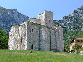 11th century in architecture - Image: Abaziasanvittorefras assi