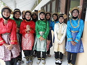Acehnese girls; 2011.jpg