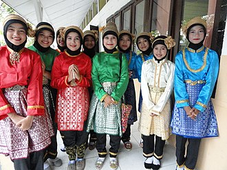 Acehnese people - Image: Acehnese girls; 2011