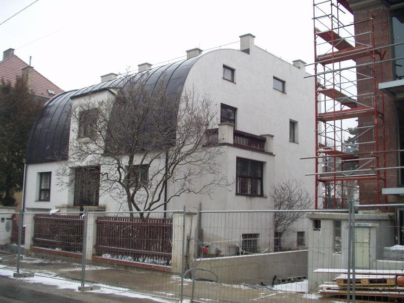 Moderna arhitektura 800px-Adolf_Loos%2C_1910%2C_A1130_Wien%2C_St._Veit-Gasse_10%2C_Haus_Steiner