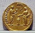 Adriano, aureo, 117-138 ca. 06.JPG