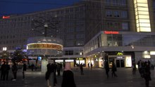 Ficheiro:Alexanderplatz by the night - ProtoplasmaKid.webm