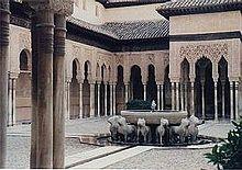 Corte dei Leoni (Patio de los Leones) dell'Alhambra (XIV secolo), Granada