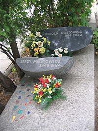 Arnold Mostowicz monument.JPG