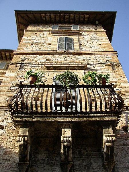 File:Assisi-balcony.jpg