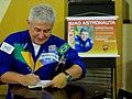 Astronauta Marcos Pontes autografando livro no Colégio Nossa Senhora do Calvário (Colegião) em Catanduva-SP. após a palesta, o primeiro astronauta brasileiro respondeu as perguntas sobre a sua história - panoramio.jpg