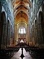 Auxerre Cathédrale St. Étienne Innen Langhaus Ost 1.jpg