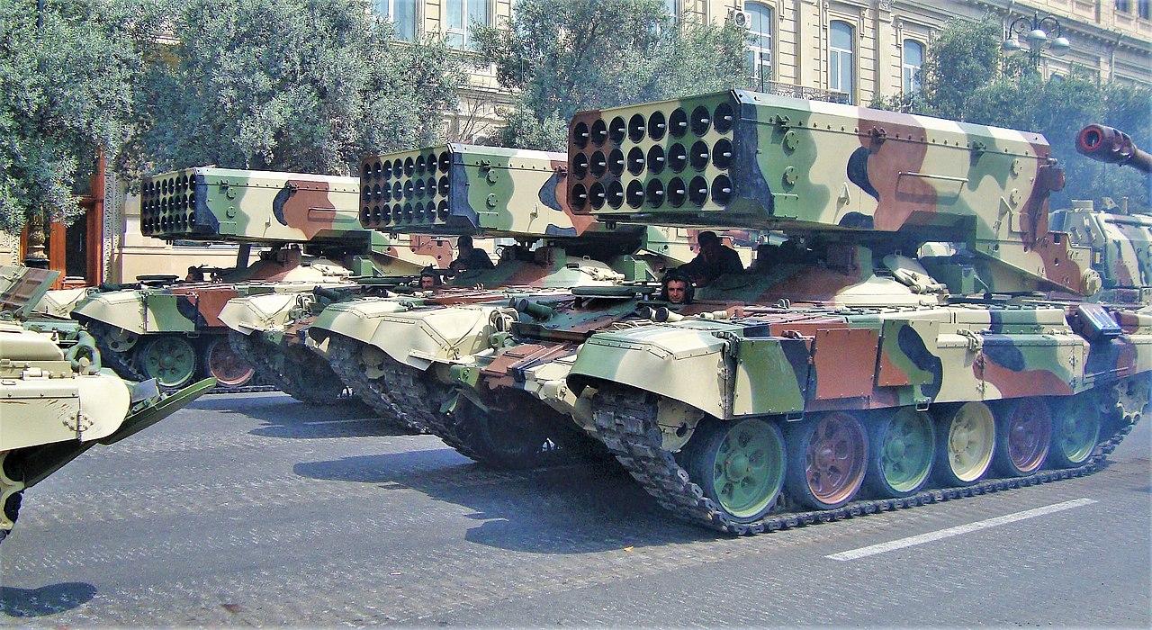 الراجمه TOS-1 عيار 220 ملم 1280px-Azeri_TOS-1%2C_parade_in_Baku%2C_2013