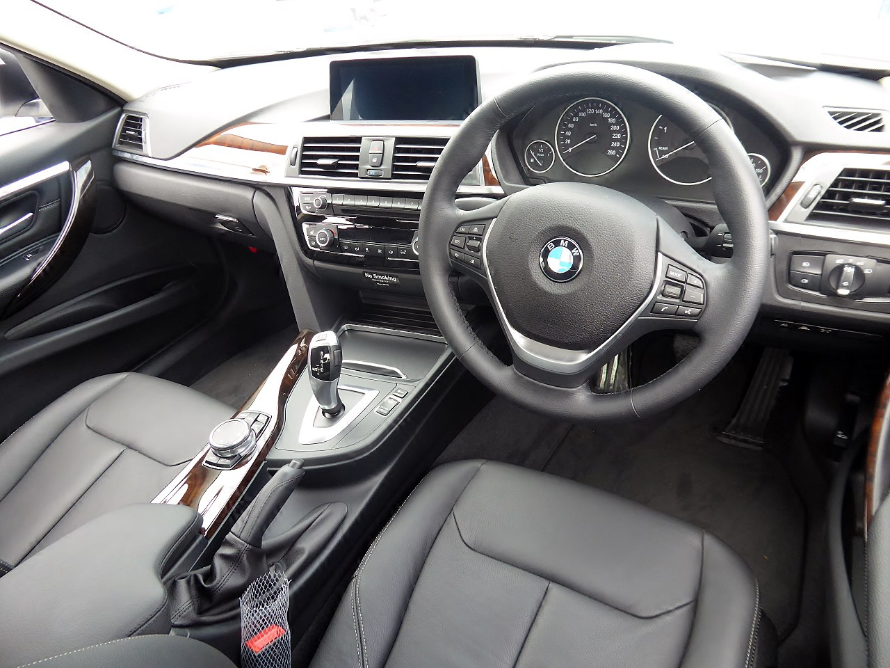 File:BMW 320d Luxury (F30) interior.jpg - Wikimedia Commons