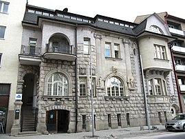 a31698334 BanskaBystricaCSOBbuilding.jpg. Kamenná vila, dnes sídlo Československej  obchodnej banky. Štát, Slovensko. Kraj, Banskobystrický. Okres, Banská  Bystrica