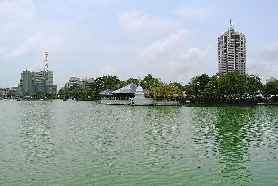 Beira Lake and Gangaramaya Temple