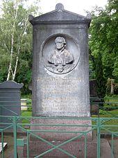 Das Grab von Friedrich Schleiermacher auf dem DreifaltigkeitskirchhofII in Berlin-Kreuzberg (Quelle: Wikimedia)
