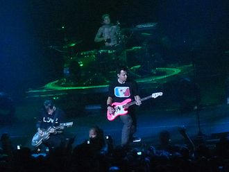 Relationship between avant-garde art and American pop culture - Blink-182 performing live in 2009.