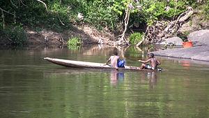 Sipaliwini District - Image: Boys in a canoe on the Gran Rio river