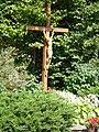 Brezová pod Bradlom Kríž pri kostole.jpg