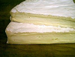 Brie de Meaux close.jpg