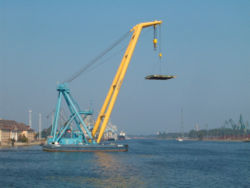 Brosen floating crane2.jpg