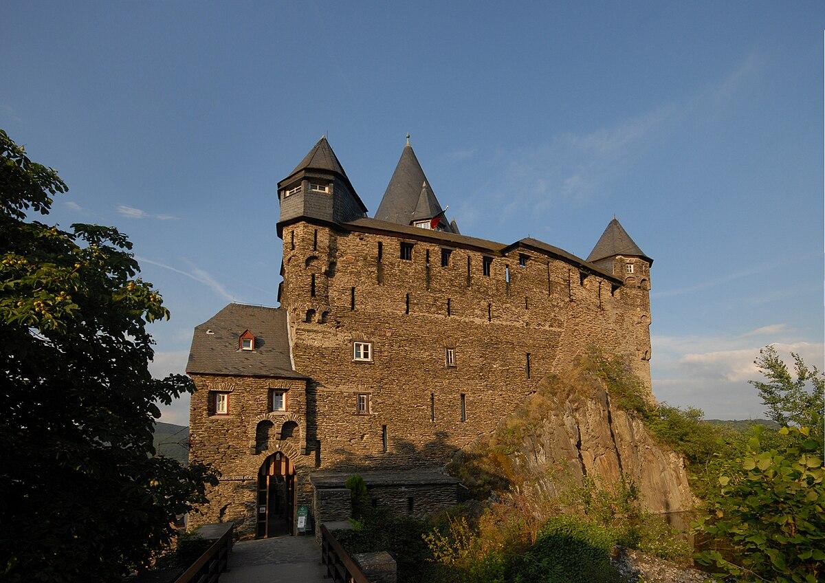 Shield wall (castle) - Wikipedia