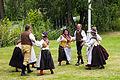 By folkdanslag på Hedemora gammelgård 2014 02.jpg